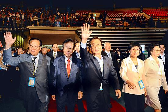 李 대통령 `한(韓) 새지도부와 새출발 다짐'