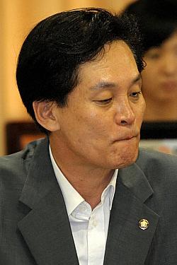 공성진, 노(盧) 정부 `말로만 규제개혁' 비판