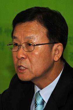"""민주,강만수 """"강도 높은 경제 실패 책임 물을 것"""""""