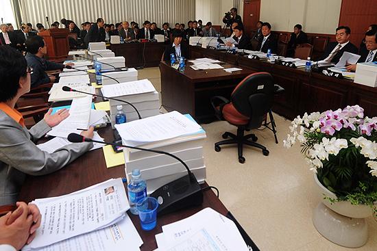 18대 국회 첫 국감, 의원 출석률 100퍼센트