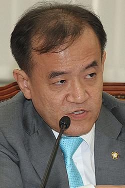 """진성호 """"민중계열 작품 구입 유홍준.김정헌 의혹"""" 제기"""