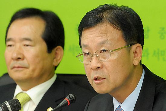 """민주당, 李 경제위기 해결 """"강 장관 경질"""" 압박 수위 높여"""