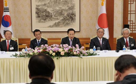 한-일 정상회담, 경제협력 방안 등 논의