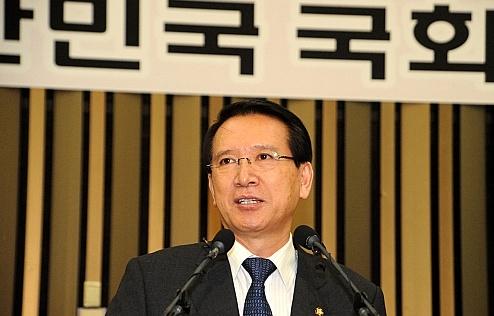 """김형오 국회의장 """"의원 공식해외출장은 이해해야"""""""