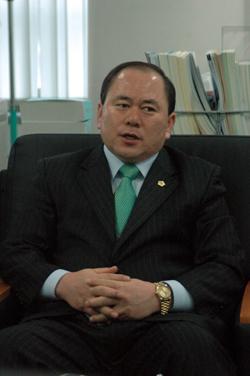 강동의 뚝심 김용철 의원, 파란만장 했던 인생역전기