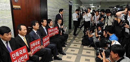 문방위, 민주 `회의장 봉쇄'로 무산