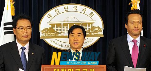 """민주당 """"골프장 게이트, 불법·탈법 집합체"""""""
