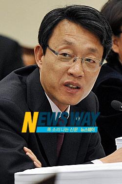 """한나라당 김성식 의원 """"한명숙 `별건수사', 매 버는 일"""""""