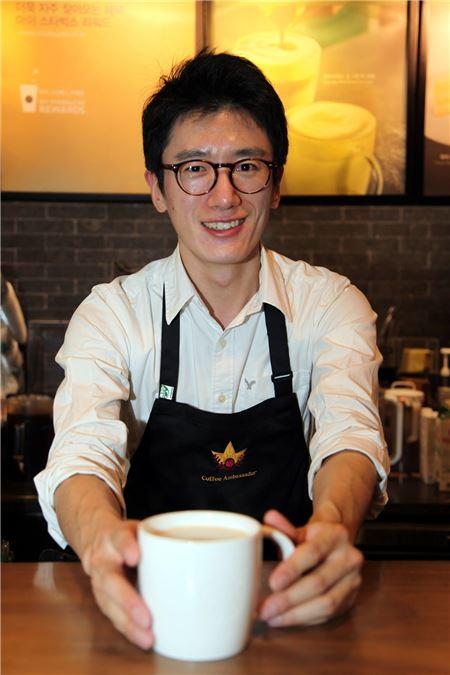 스타벅스, 커피 문화 전도사로 바리스타 최용석씨 선발