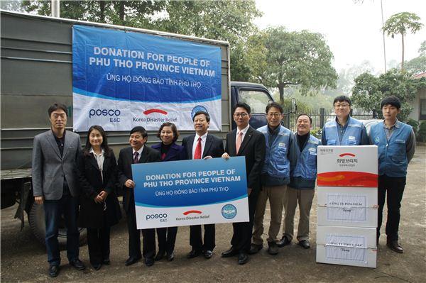 포스코건설, 베트남·칠레서 사랑의 물품 전달