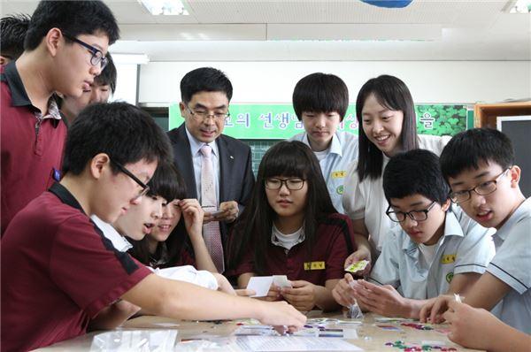 미래 주역 청소년들에 금융의 비밀을 알려준다