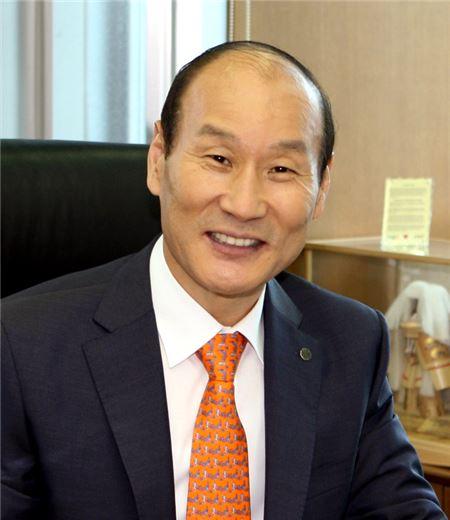 최병오 패션그룹형지 회장 상의 중견기업위원장에 선임
