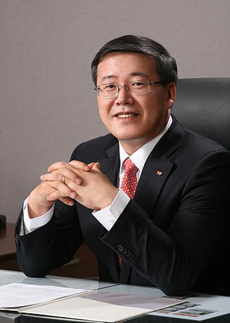 '고졸신화' SK텔레콤 사업총괄 중책 박인식 사장은 누구