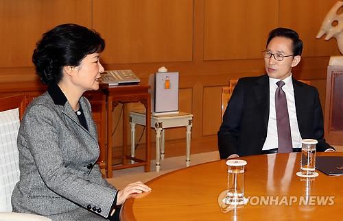 李대통령-朴당선인, '흔들림없는 대북정책' 견지