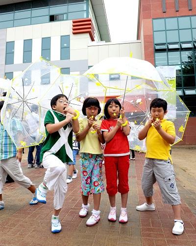 현대모비스의 교통안전 약속 '투명우산' 운동 앞장서