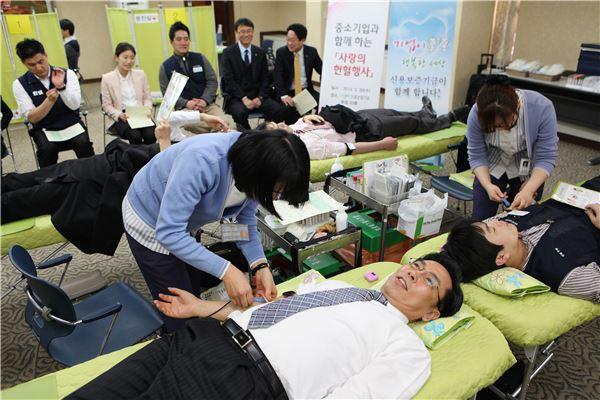 신보·中企, 함께 하는 헌혈행사 열어