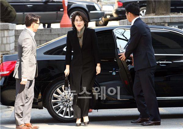 검찰, '국회 불참' 정유경 신세계 부사장에 벌금형 구형