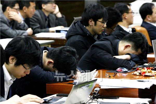 청문회풍경'잠자는공무원들'