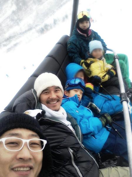 임창정, 아들 둘만 데리고 스키장…'양육권' 없는 막내는? '씁쓸'
