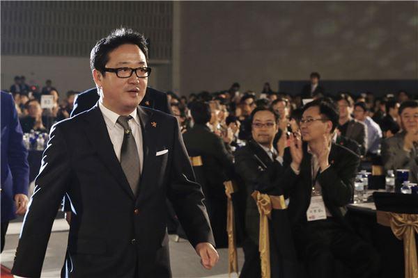 """이웅열 코오롱 회장 """"성공할 수밖에 없는 체질개선·사고전환 필요"""""""