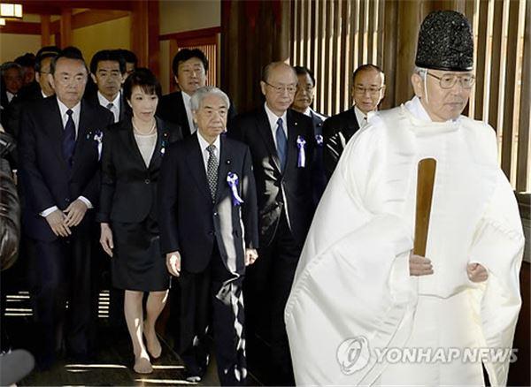 日 국회의원 야스쿠니 참배···노골적 도발 표면화