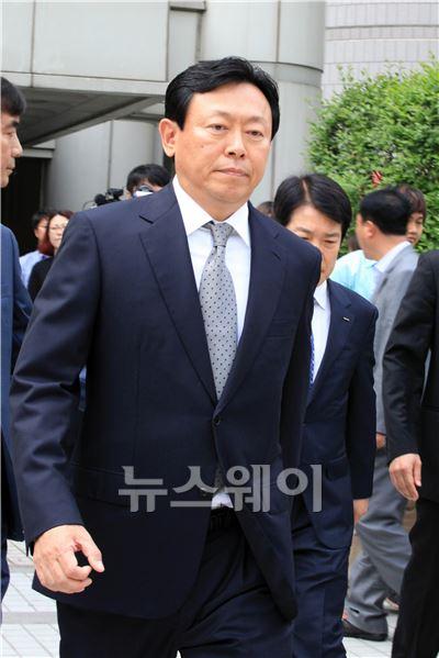 신동빈 롯데 회장 '국회 증언 불참 혐의'… 벌금 1000만원