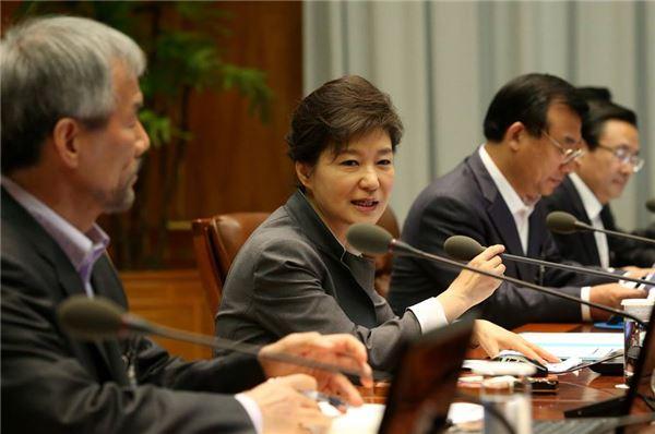 박근혜 정부 100일…등 돌리는 민심