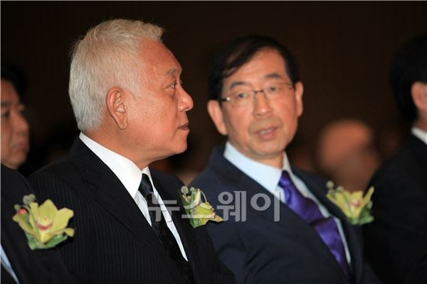 대화하는 김한길 대표와 박원순 시장