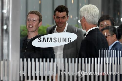 삼성 방문한 저커버그, 페이스북 탑재한 갤럭시 나오나