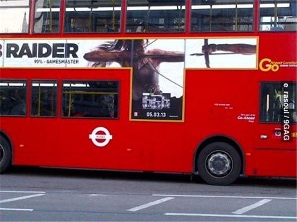 잘못 붙인 버스 광고 '오 마이 갓! 내가 쏜 화살이…'