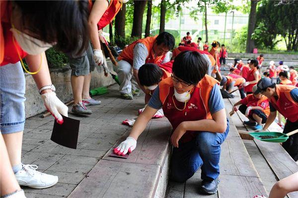 SK건설, 가족과 함께 '서울숲 가꾸기' 봉사활동 진행
