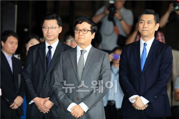 서울중앙지검 출석하는 이재현 회장
