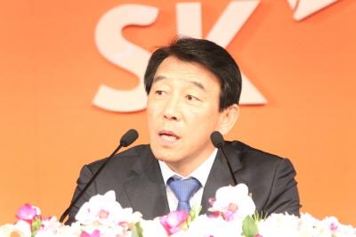 SK그룹 김창근 의장, 글로벌경영 보폭 넓힌다