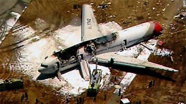 아시아나 보잉777 착륙 중 사고…승객 2명 사망 (3보)