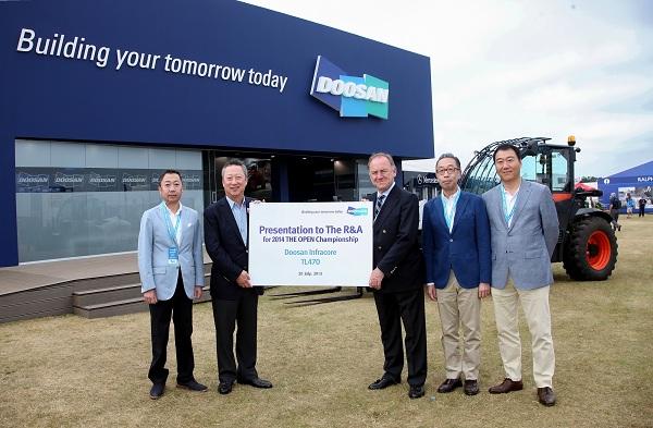 두산, 2013 디 오픈 챔피언십에 건설장비 기증