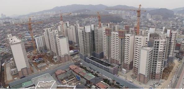 """취득세 '영구인하'에 부동산업계 """"환영""""…효과는 '글쎄'"""