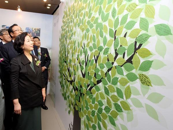 故 정몽헌 회장 10주기 추모 사진전 '추모의 나무'
