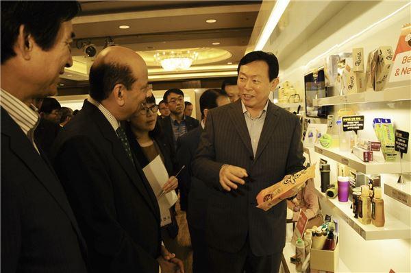 '2013 롯데마케팅포럼' 에 참석한 신동빈 회장