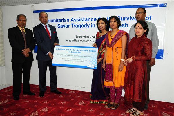 메트라이프생명, 방글라데시 사고 피해자 지원금 현지 전달