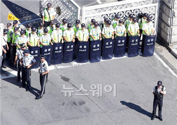국회 앞 강회된 경찰의 경계근무