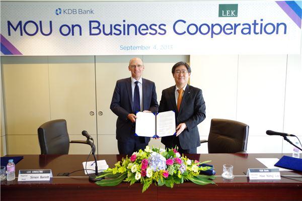 산업銀, 글로벌 전략 컨설팅사 LEK와 업무협약 체결