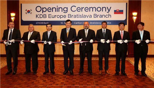산은, 한국금융기관 최초 슬로바키아 진출