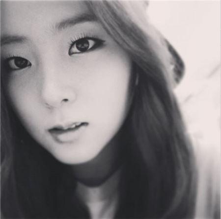 포미닛 권소현 흑백사진 셀카, 분위기 있는 매력 발산