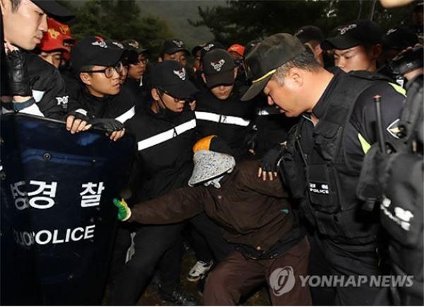 밀양 송전탑 공사 6시 재개…반대주민 '충돌'