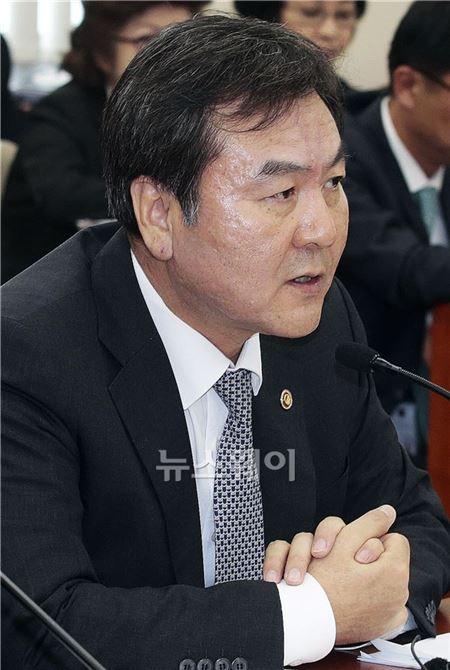 정무위 국감, 답변하는 신제윤 금융위원회 위원장