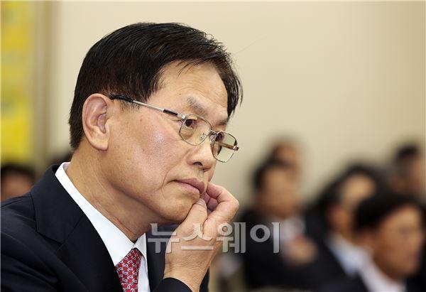 국감에 출석한 서진원 신한은행장