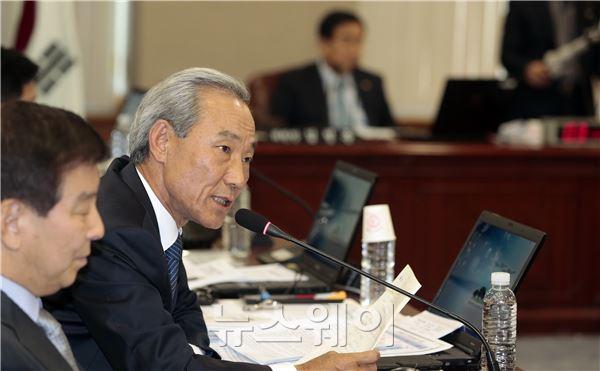 정무위 국감, 질의하는 김종훈 의원