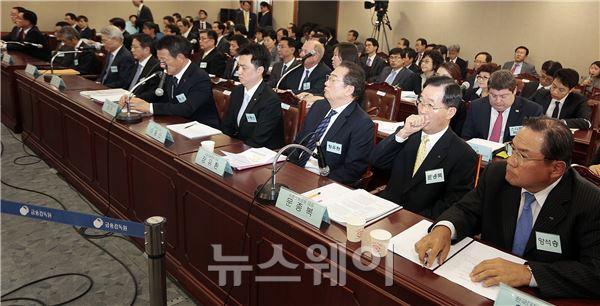 정무위 국감에 참석한 증인들