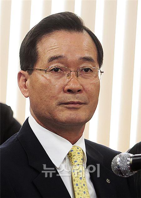 정무위 국감에 참석한 문종복 신한신용정보 대표
