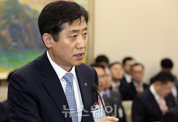 정무위 국감서 보고하는 김주현 예금보험공사 사장